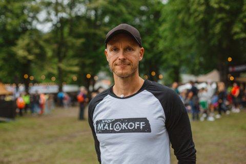 KJIPT: Arnt-Ivar Naustdal, festivalsjef for Malakoff, legg ikkje skjul på at det er skuffande å måtte avlyse igjen: – Det er utruleg kjipt, men no prøver vi å gjere det beste vi kan for publikum, seier han.