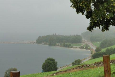 REGNTUNGT: Dette bildet er frå uvêret i Jølster. August månad vart ganske regntung totalt i landet, ikkje berre på Vestlandet.