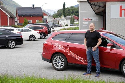 Arne Skrede startar Rent-a-Wreck Sandane med hovudkontor hos Hetle Auto på Reed.