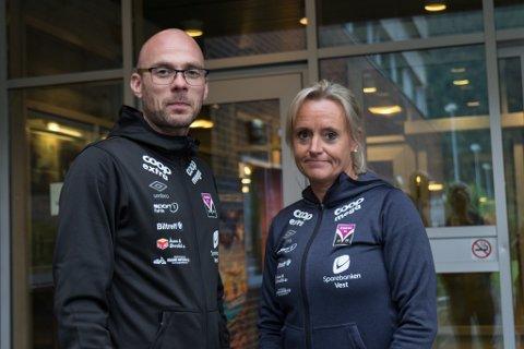 BEKYMRA: Trenar Hilmar Gudlaugsson og sportsleg leiar Oddny Sønnesyn er bekymra over kor tynn troppen er i år.