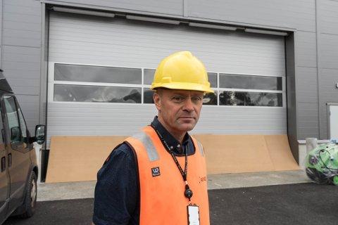 NYTT BYGG: Kjell Otto Gjelsdal, lufthamnsjef på Bringeland er glad for det nye driftsbygget.