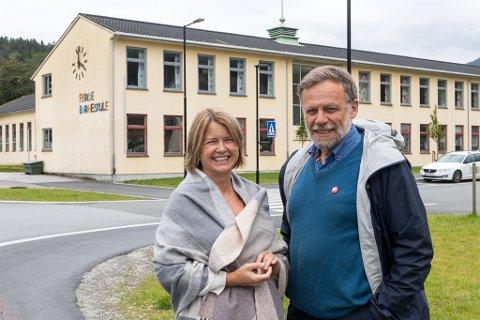 VALLØFTER: Hilde Iren Rivedal og Åsmund Berthelsen er SV sine listetoppar i til valet i Sunnfjord.