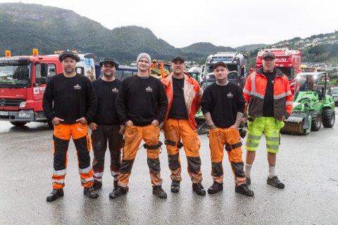 GJENGEN: F.v. Roger Bruland, Magne Bjørvik, Daniel Kjerstad, Ian Gjerland, Jim Andre Dahleng Jensen og Ronny Bruland. I tillegg jobbar Vidar Gamlestøl som seljar i bedrifta.