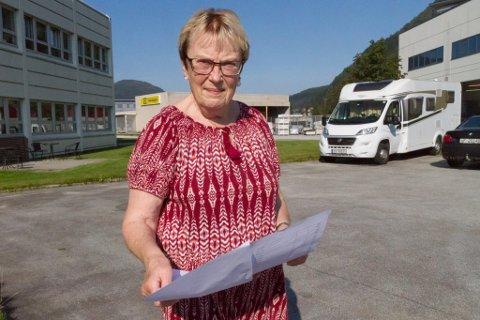 PENGANE RANN UT: Viksdølingen Ada Elise Myrmel blei svindla for tusenar i sommar.