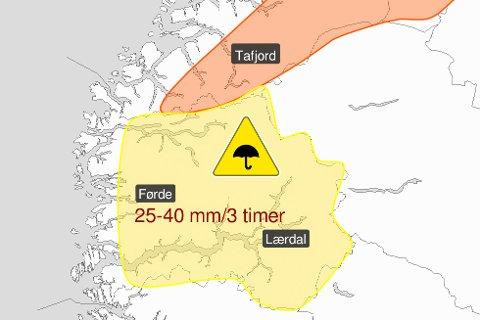 MYKJE NEDBØR: Måndag blei det sendt ut gult farevarsel i fylket. No er det forlenga.
