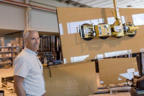 NØGD: Dagleg leiar Geir-Atle Bolseth og Bolseth Glass AS på Sandane auka omsetninga kraftig.