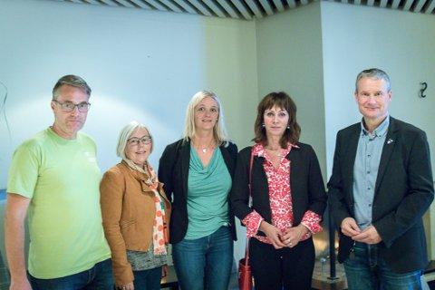 SAMARBEID: Marius Dalin (MDG), Norunn Lunde Furnes (KrF), Gunn Merete Paulsen (V), Jenny Følling (Sp) og Olve Grotle (H) har inngått ein valteknisk avtale om posisjonane for Sunnfjord kommune dei neste fire åra.
