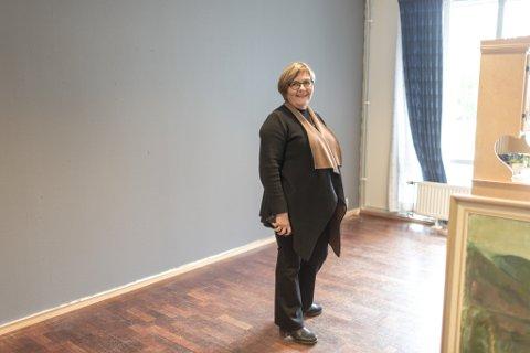 MØTEPLASS: Jorunn Eide Kirketeig fekk idéen om å lage ein pub på sjukeheimen i Førde. Torsdag denne veka er bardisken på plass, og gjestane kan komme.