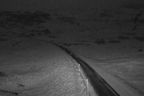 SNØ: Natt til tysdag kom det snø på Vikafjellet. Det kan gjelde fleire andre fjellovergangar også, melder vegtrafiksentralen,.