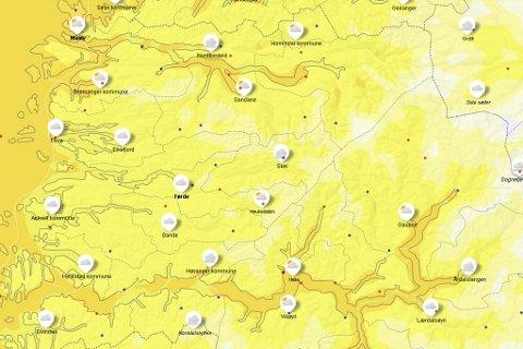 HELGEVARME: Til helga kan det bli opp mot 20 grader. Fram til det må vi bite i oss kulde og regn.