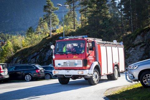 FLEIRE OPPGÅVER: Brann- og redningsmannskap burde kunne gje førstehjelp ved alvorleg skade eller sjukdom i påvente av ambulanse, meiner Helsedirektoratet. Bildet er frå opninga av nytt tilbygg på brannstasjonen på Sande.