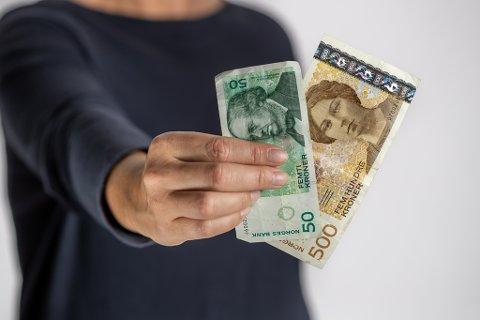 FOR GAMLE: Etter 18. oktober kan du ikkje lenger betale med dei gamle 50- og 500-kronesetlane.