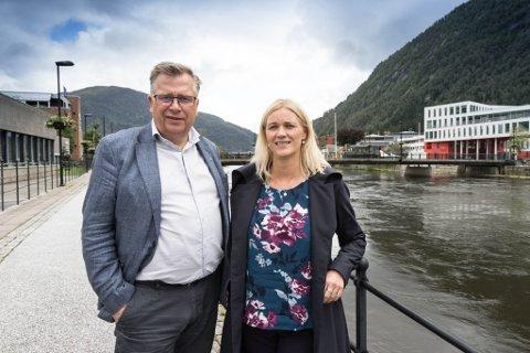 EKSTRA LØYVINGAR: Atle Hamar og Gunn Merete Paulsen fekk nyleg beskjeden om at det var løyvd ein million ekstra til Sogn og Fjordane Teater (SOFT).