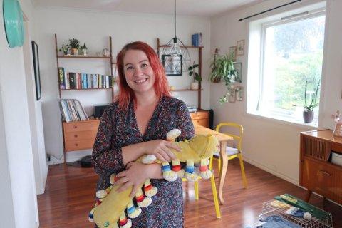 SNART MOR: Om under tre månader blir Isabel Jensen Grindheim mor. Ho er i full gang med å gjere i stand leilegheita i Bergen.