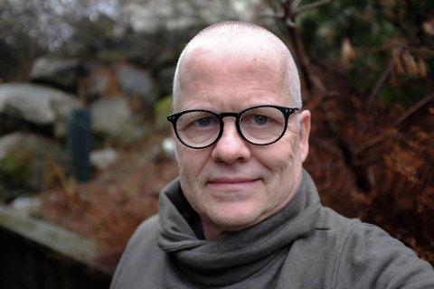 Øystein Hauge kallar seg sjølv nynorskforkjempar. – Eg prøver å vere tru mot dette tapre språket vårt, slik det heiter hos Edvard Hoem. Foto: Privat