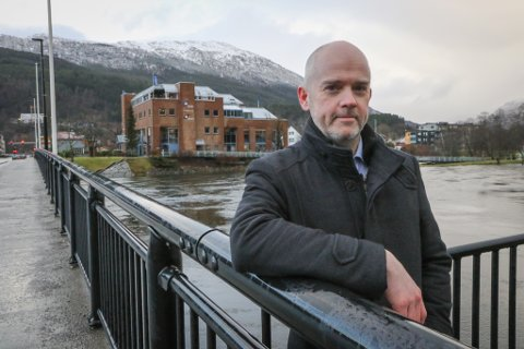 LITE INNSIKT: Rune Hegrenes åtvarar mot opprøret Kjartan Myklebust, Odd Skrede og Lidvin Osland prøver å dra i gang mot sentrale grep i Førdepakken. Denne åtvaringa vitnar berre om lite innsikt i sentrumsutvikling, skriv artikkelforfattaren.