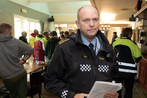 HEKTISK: Tenestestadsleiar Åge Løseth leiar leiteaksjonen etter at ein mann i 30-åra er sakna på Granefjorden.