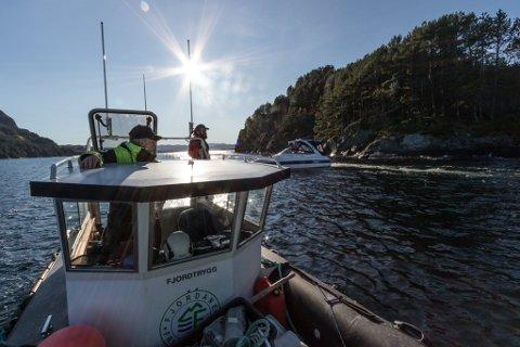 MANGE DELTAR: 112 personar og 30 båtar deltok tidleg fredag ettermiddag i søket etter mannen i 30-åra som er sakna etter ein fisketur i Granesundet. Mellom dei Bjarte Engevik, Johannes Bolstad og Øyvind Losnegard.