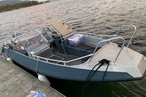 BORTE VEKK: Geir Grønnevik leitar etter denne båten, som forsvann natt til fredag.