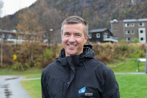 FYLL OPP BSU: Rune Vosseteig er kunderådgjevar privatmarknad i Sparebanken Sogn og Fjordane. Han anbefaler unge til å spare på BSU, og til å fylle den opp før nyttår.