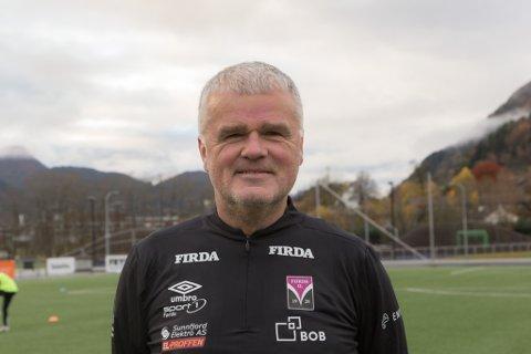 GLAD: – Det er veldig kjekt å kunne starte opp att, seier Per Øivind Storevik, dagleg leiar i Førde Idrettslag.