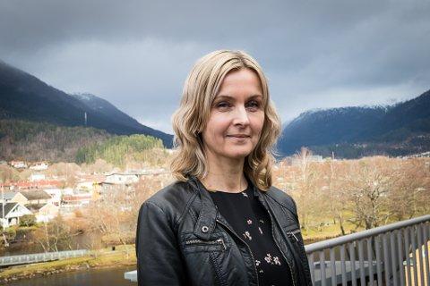 JOBBAR PÅ SPRENG: Barnehagesjef Kristine Steindal i Sunnfjord kommune seier dei jobbar på spreng for å ordne barnehageplass til alle som står i kø.