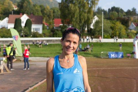 Målfrid Valdersnes hadde god grunn til å smile etter deltakinga i Gloppen halvmaraton.
