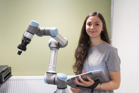 Gizem Ates, doktorgradstipendiat i robotikk ved HVL i Førde.