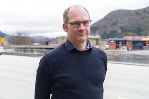 KRITISK: Den tidlegare Jølster-ordføraren Oddmund Klakegg (Sp) er skeptisk til å gjere skulekutt før ein kommuneplan er på plass. Klakegg sit i kommunestyret og formannskapet i Sunnfjord kommune.