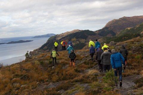 OMSTRIDD OMRÅDE: Foto frå ei synfaring på Engebøfjellet der Nordic Mining orienterte om to teiger som både dei og AMR vil bruke i gruvedrifta si.  ARKIVFOTO