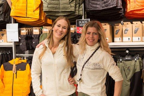 ENDELEG: Mona Kristine Pedersen og Ann-Katrin Olsen er glade for å endeleg kunne opne butikken på Alti kjøpesenter.