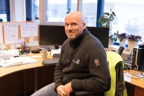 NY I JOBBEN: Åge-Johnny Kalstad er ny dagleg leiar hos Hoff & Knutson. - Det er ein veldig spennande jobb, og eg ser meg ikkje tilbake,  seier 47-åringen frå Førde.