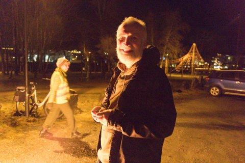 Kan Hans Jakob Reite redde laksen? spør Stig Eikaas som lover å plasserer et signert fredsflagg ved Laksen.