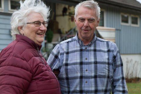 FUNNE SAMAN: Ann Elise Kviteberg (80) bur på Folkestad i Fjaler saman med Karl Johan Jacobsen (74). Dei møttest for om lag ti år sidan. Jacobsen flytta frå Midsund i Møre og Romsdal.