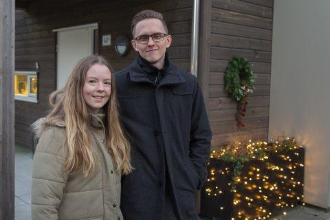 FEKK DEN BILLIGARE: – Vi var dei einaste som la inn bod på denne leilegheita, så vi fekk leilegheita 100.000 under takst, seier Malin Torsheim og Daniel Jørgensen.