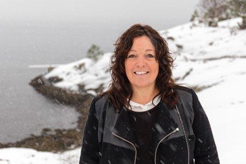 OPPRYKK: Anne Marie Sandvoll (53) har fått opprykk til professor i sjukepleievitskap. Ho jobbar ved Høgskulen på Vestlandet i Førde.
