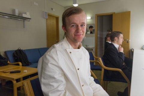 KLAR FOR SCENA: Bjarne Bergheim (24) jobbar som personleg trenar på Puls Førde. Han er ein mann med mange sider, verkar det som. – Eg veit ikkje om det er så vanleg at PT-ar driv med skodespel, men eg trur det finst sjeldnare kombinasjonar, seier han.