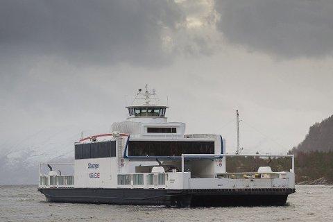 UKJENT FEIL: Eit vogntog punkterte på ferja MF Stavanger, fordi ei søyle ikkje senka seg ned til dekk då bilane skulle køyre av.