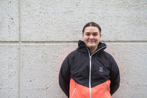 SJUKEPLEIAR: Camilla Michelsen (24) håper å få ei fulltidstilling når ho er ferdig utdanna, men trur det er vanskeleg å få i Førde.