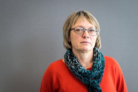 TID OG PENGAR: Marta Strandos er keiar i Utviklingssenter for sjukeheim og heimetenester (USHT) i Sogn og Fjordane. Ho etterlyser tid og pengar til å heve kompetansen til dei som jobbar med demens.
