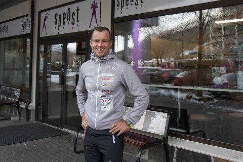 ENDELEG: Naprapat Alexander Øen Ask kan endeleg glede seg over at yrket hans er blitt godkjent som offentleg helsepersonell i Norge.