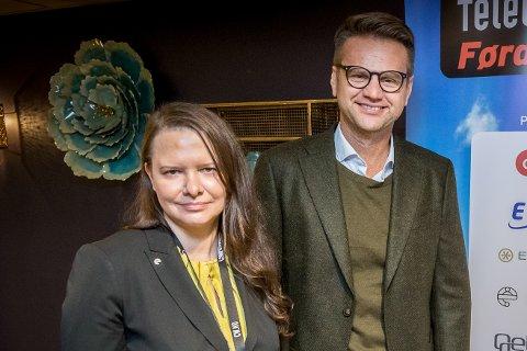 UTVIDAR STABEN: Christiane Ulriksen (ansvarleg for marknad- og forretningsutvikling i Enivest) og Nandor Helgheim (administrerande direktør i Enivest) avbilda under IT-konferansen «Telecom World 2018» i Førde.