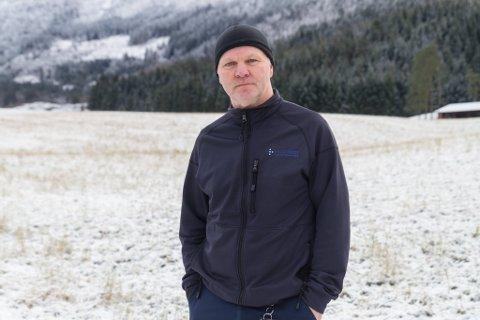 HER ER HAN: Førdianar Roger Gloppen hjalp til då eit par gjekk gjennom isen på Botnavatnet i Angedalen i helga. Han er ambulansearbeidar, men har for tida eitt års permisjon for å jobbe som konsulent i Medisinsk heimebehandling i Helse Førde.