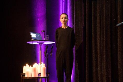 RÅD: – Vi kan lære å unngå å dvele ved ting, og å vere takksame, seier psykologen Carina Carl. Her på årets jentepust i Førde.