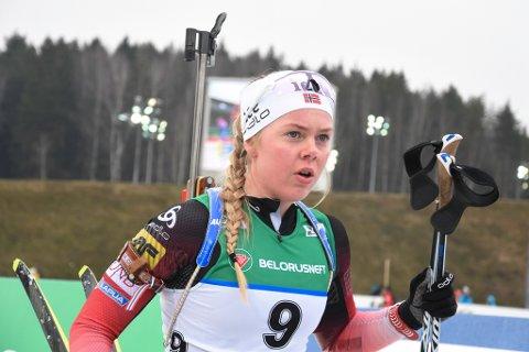 I MÅL: Karoline Erdal såg langt meir komfortabel ut etter målpassering på jaktstarten enn dagen før.