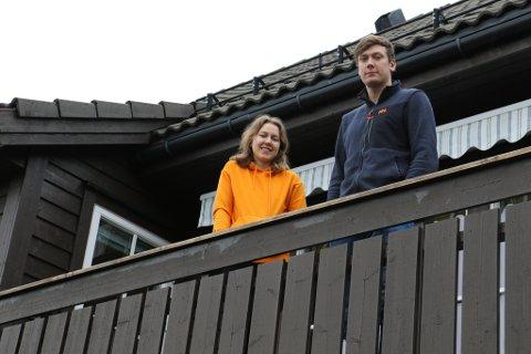 TEK DET MED FATNING: Anna (19) og Øystein (24) er to av dei fem i familien Østvik som har blitt sett i karantene i heimen etter at dei var på skiferie i Tirol i Austerrike.