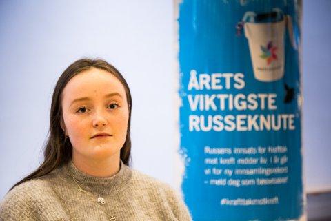KORONA SET EIN STOPPAR: Det var mange av russen som var klare til å vere bøsseberarar for Kreftforeningen. No må Ingrid Leknes Nygård (18) og Førderussen setje sin lit til digital innsamling.