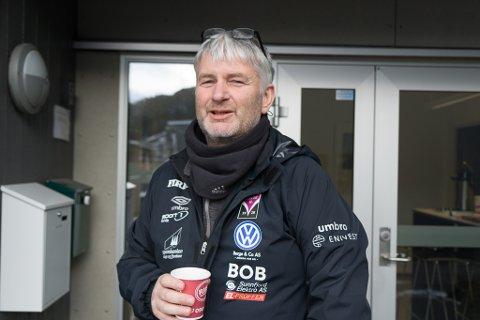 BLIR I FØRDE: Terje Rognsø blir A-lagstrenar i Førde i tre nye år. Han gler seg til å sjå spelargruppa si i kamp - når enn det blir.