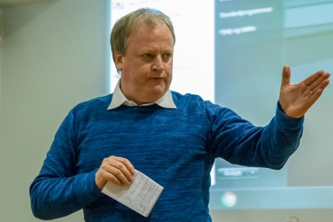 FEKK UTMERKING: Yngve Hallén, tidlegare fotballpresident og dagleg leiar i Sogndal Fotball. Bildet er tatt då Sogn og Fjordane Næringsråd vart stifta i 2016, og Yngve Hallén vald til styreleiar.