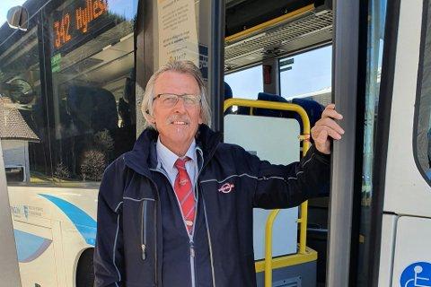 NÆR ULVEN-OPPLEVING: Bussjåfør Helge Høgelid i Firda billag.